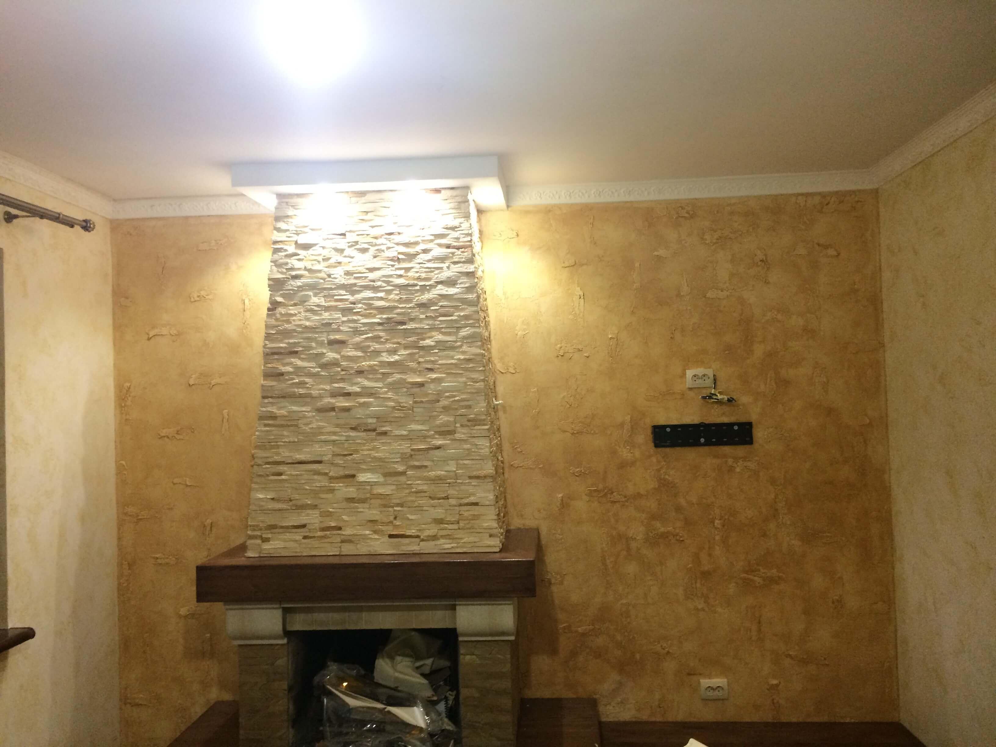 Каминный зал. Старые стены